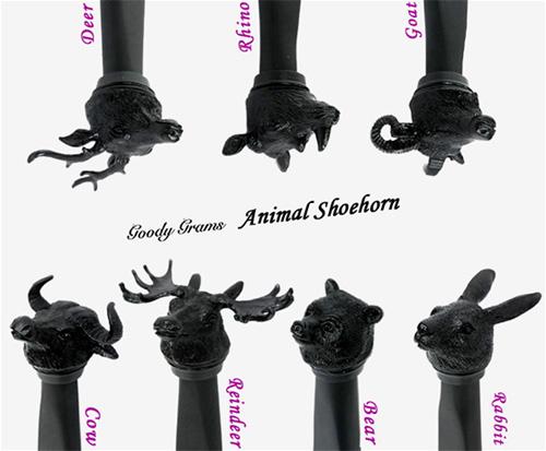 自立する漆黒の動物靴べら「Animal Shoehorn(アニマル・シューホーン)」