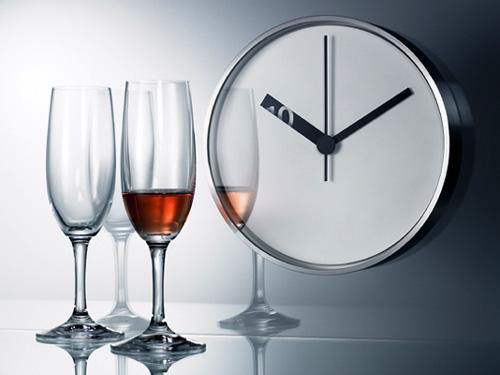 短針の中に時間が浮き上がる掛け時計「Extra Normal wall Clock」