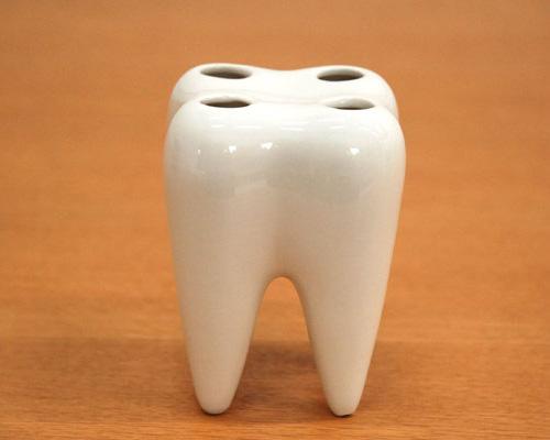 虫歯みたいな歯ブラシスタンド Propaganda(プロパガンダ)「Tooth Brush Holder」