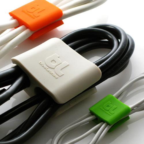 ケーブルを簡単スッキリまとめるクリップ「Cable Clips」