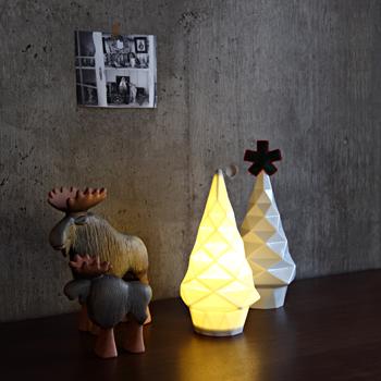 彫刻のような、もみの木型ライト「IDEE Sapin de Lumiere」