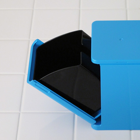シンプルなキューブデザインのトイレポット「COLOR CUBE」